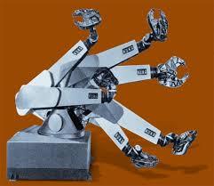 Primer robot FAMULUS de KUKA