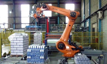 Robot de paletizado de KUKA manejando 10 toneladas de azúcar por hora