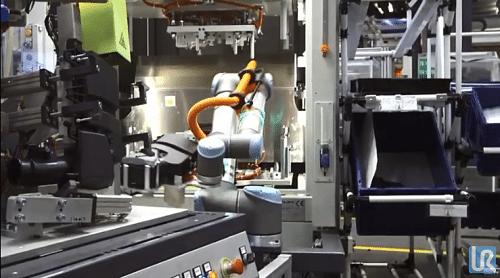 Robot UR10 trabajando en células de montaje